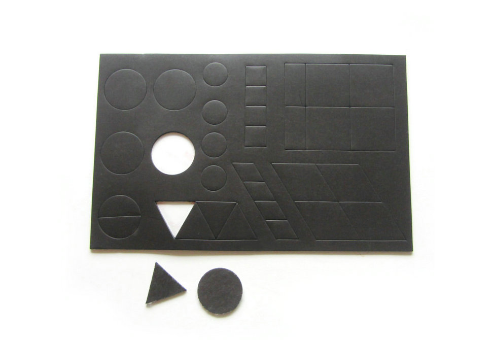 Magnetic sheet with pre-cut